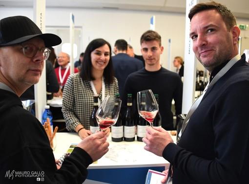 """Oltre 200 cantine in vetrina a """"Grandi Langhe"""": ad Alba professionisti del vino da 34 Paesi (FOTOGALLERY)"""