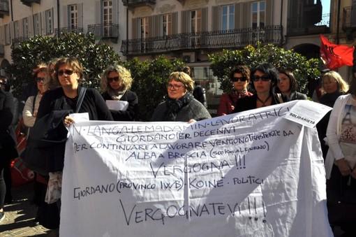 La protesta delle ex lavoratrici Giordano, nel marzo scorso in piazza Duomo ad Alba