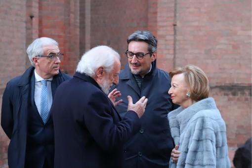 Giovanni Ferrero, ceo di Ferrero International, con la madre Maria Franca Fissolo, il presidente di Ferrero Italia Bartolomeo Salomone e il senatore albese Tomaso Zanoletti