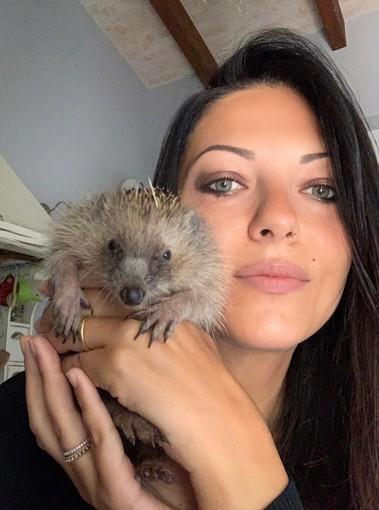 Karin, volontaria presso il centro veterinario di Novello