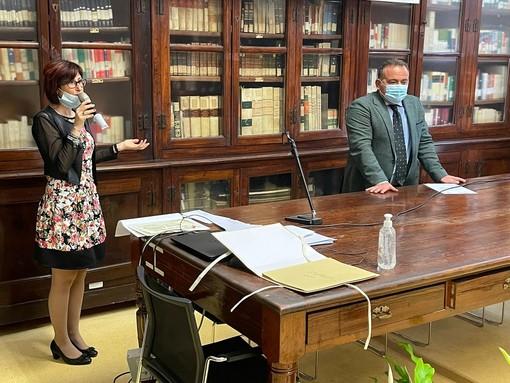 L'assessore albese Elisa Boschiazzo con il preside del Liceo Govone Roberto Buongarzone