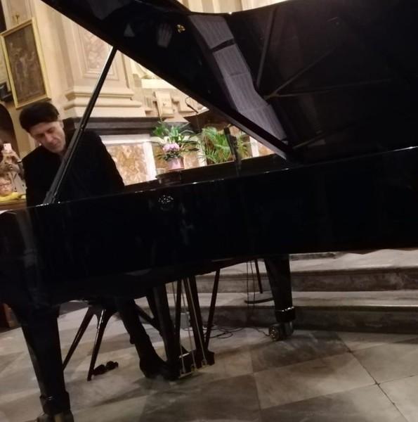 La Morra Le Note Di Ezio Bosso Salutano I Vent Anni Della Cappella Del Barolo Sara La Mia Ultima Volta Al Pianoforte Lavocedialba It