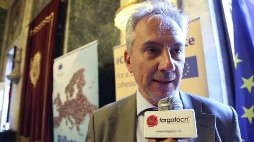 """Limone, il sindaco ammaina la bandiera europea: """"Si sbaglia, per fortuna: l'Unione ha subito agito a favore dei paesi colpiti dal Coronavirus"""""""