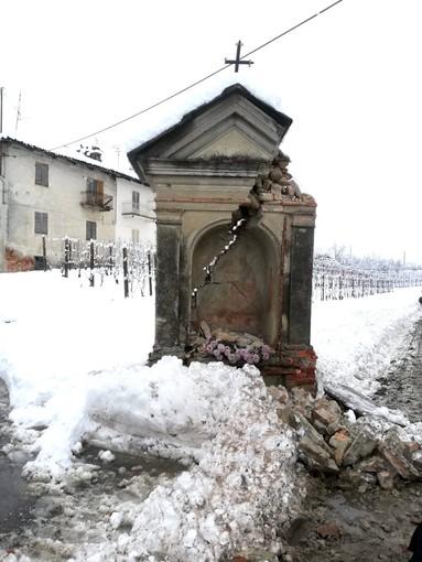 Ingenti i danni causati al pilone votivo di località Manzoni