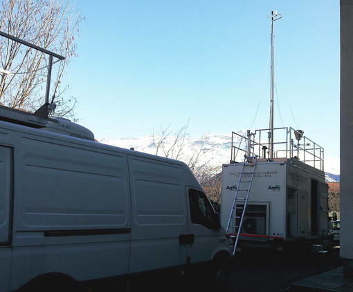 Qualità dell'aria a Govone: monitoraggio davanti alla scuola dell'infanzia, superamenti del limite del PM10 superiori ai consentiti