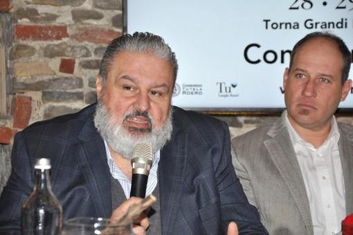 A sinistra Matteo Ascheri, prossimo alla conferma alla guida dell'ente vinicolo langarolo. Al suo fianco Francesco Cordero, del Consorzio Roero