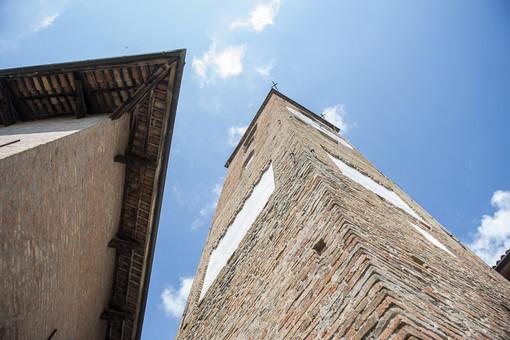 La torre civica di Neive (Foto di Barbara Guazzone)