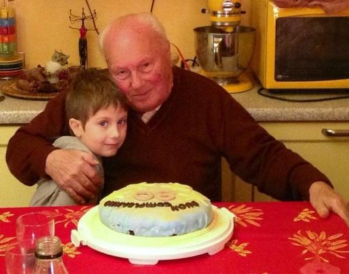 Bonus baby sitter anche per nonni e zii: requisiti, come funziona e come ottenerlo