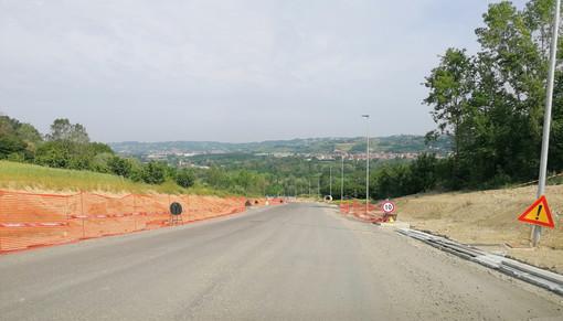 Un'immagine d'archivio (maggio 2019) della strada di accesso al nuovo ospedale Alba Bra
