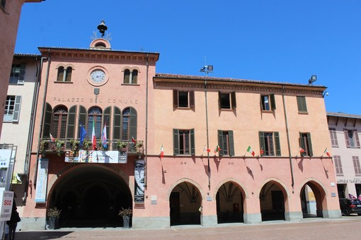 Il palazzo comunale di Alba
