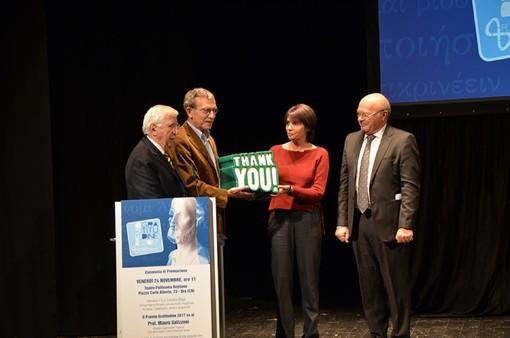 La consegna del Premio Gratitudine 2017 a professor Salizzoni