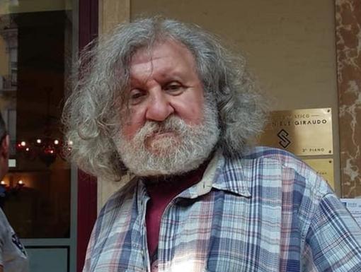 """Tanti studi dentistici di Cuneo offrono aiuto a Roberto, il senza tetto a cui è stata rubata la protesi dentaria: """"Gliela faremo a nostre spese"""""""