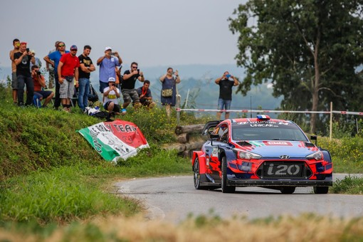 Rally di Alba: pioggia o sole, tutto facile per un Sébastien Loeb praticamente perfetto