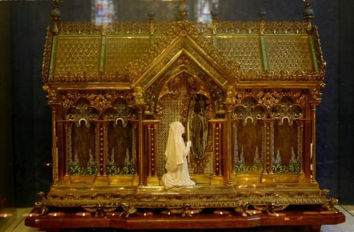 Il reliquiario di Santa Bernadette (foto Wikipedia)