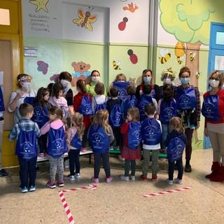 Sommariva del Bosco, un simpatico dono per i bimbi di scuola dell'infanzia ed elementari