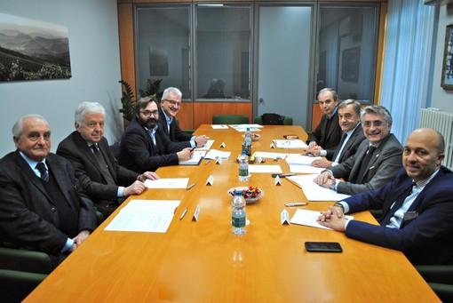 I partecipanti all'incontro tenutosi presso la sede dell'Associazione Commercianti Albesi