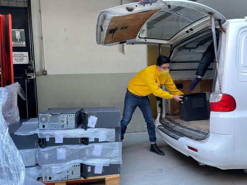 Solidarietà: Coldiretti Cuneo dona 200 computer a chi è in difficoltà