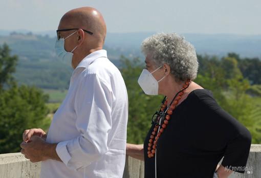 Un'immagine del 20 luglio scorso: la dottoressa Frigeri col direttore dell'Asl Massimo Veglio durante le operazioni di trasloco verso il nuovo ospedale di Verduno (Ph Mauro Gallo)