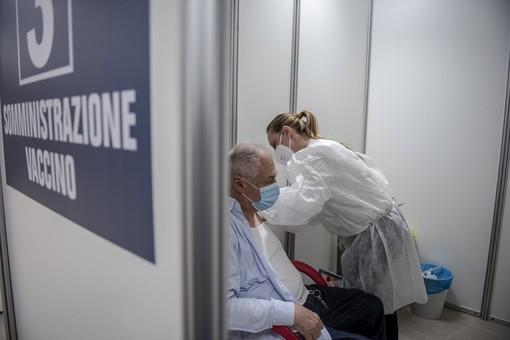 """""""La variante è contagiosa, ma pochissimi vaccinati si ammalano. In reparto il 90% è no vax"""" [VIDEO]"""