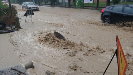 Maltempo fa disastri sulle colline dell'Albese. Corso Langhe e corso Cortemilia invase dall'acqua. Grandine sui vigneti del Barolo (FOTO E VIDEO)