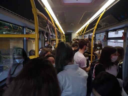 Bolle sui bus e ingressi alternati a scuola, al via la rivoluzione dei trasporti: cosa cambierà [VIDEO]