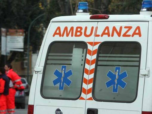 Auto capottata con a bordo un uomo a Caramagna Piemonte