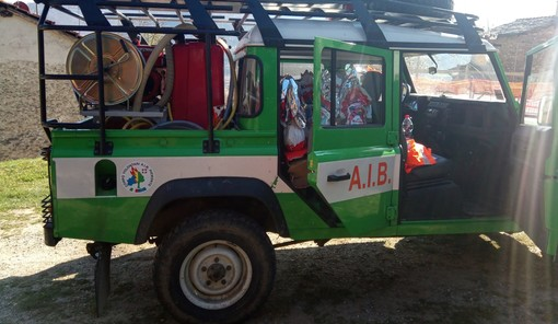 Gli AIB della Valle Maira donano 1000 euro alla Croce Rossa di Dronero e centinaia di uova di Pasqua
