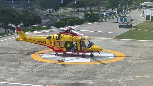 L'elisoccorso in fase di atterraggio al CTO di Torino