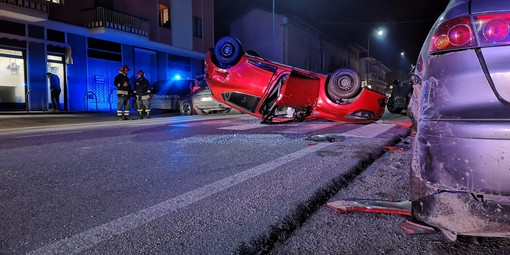 Auto cappottata a Costigliole Saluzzo: due donne ferite e altre due vetture coinvolte