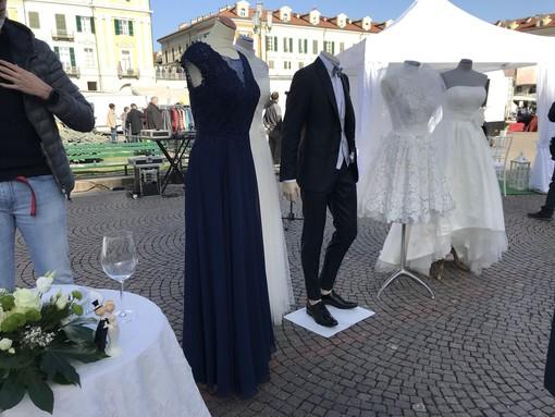 """Il wedding azzerato dal Covid, in piazza a Cuneo la rabbia di un settore dimenticato: """"Ci dicano come e quando ripartire"""" [VIDEO]"""