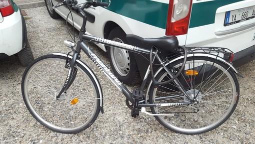 La polizia municipale di Bra trova due bici rubate: si cercano i proprietari