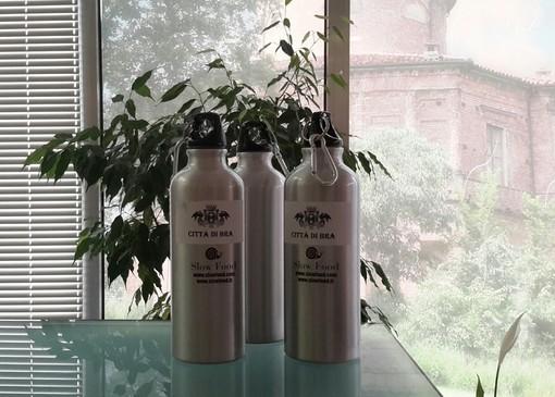 Borraccia in alluminio per i consiglieri comunali: il comune di Bra è plastic free
