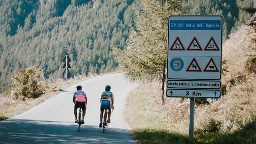 Festa di sport e di amicizia transfrontaliera al Colle dell'Agnello: 850 ciclisti hanno partecipato a L'Agnel 2020