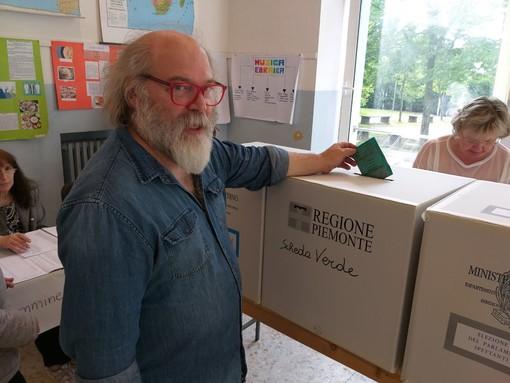 Il giornalista Luis Cabases candidato in Regione ha espresso il suo voto