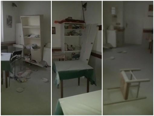 Rovesciati i mobili e scaricato a terra un estintore a polvere: vandali in azione nella notte al centro anziani di Fossano (VIDEO)