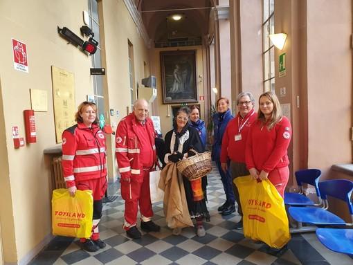 Vent'anni di Befana della Croce Rossa di Alba nei reparti dell'ospedale cittadino