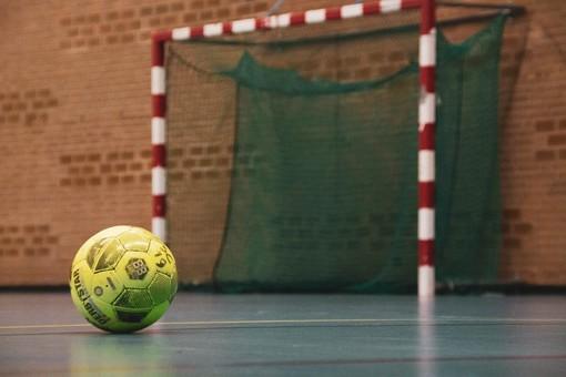 Da lunedì tornano gli sport da contatto: sì alla partita a calcetto con gli amici o al torneo di beach volley