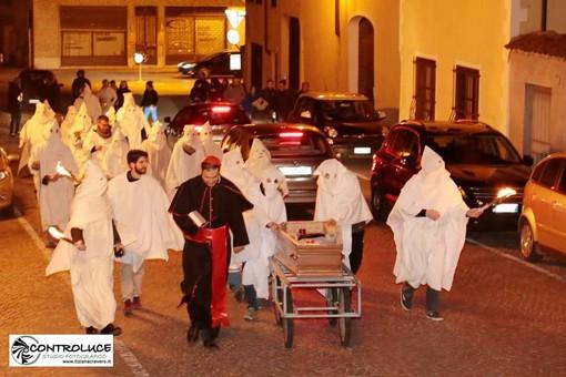 """Torna a Sommariva Del Bosco il """"Carleve l'è mort"""", l'ironica sepoltura del Carnevale"""