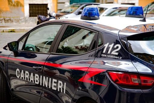 Fermata dai carabinieri in un parco di Saluzzo, aveva in casa 20 grammi di sostanze stupefacenti