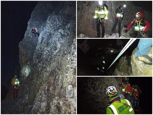 Le immagini delle complesse operazioni di recupero dello scalatore caduto in Valle Maira