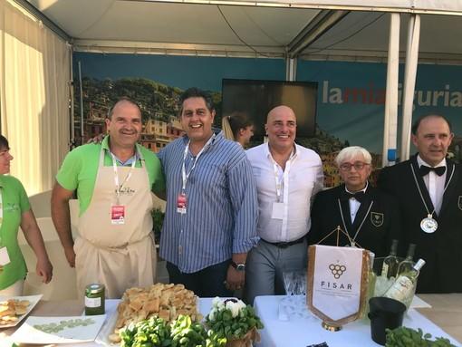 Cena di gemellaggio e solidarietà Liguria-Piemonte per la raccolta fondi a favore della Protezione civile di Genova