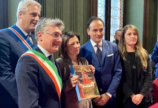 Gribaudo, prima a destra, col governatore Cirio, il ministro De Micheli e il sindaco albese Carlo Bo