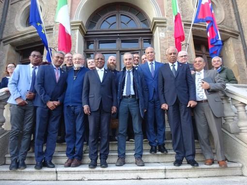 Passaggio a Bra per il Primo Ministro di Capo Verde José Ulisses de Pina Correia e Silva (FOTO E VIDEO)