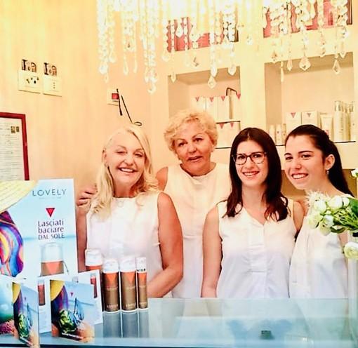 Maria Teresa Rosso (prima a sinistra), nel suo centro estetico a Savigliano, con la sorella Paola e le dipendenti Serena e Martina