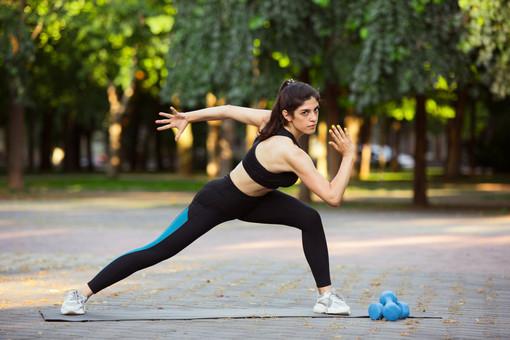 Fitness outdoor: quando la palestra è a cielo aperto. I consigli di Fab SMS