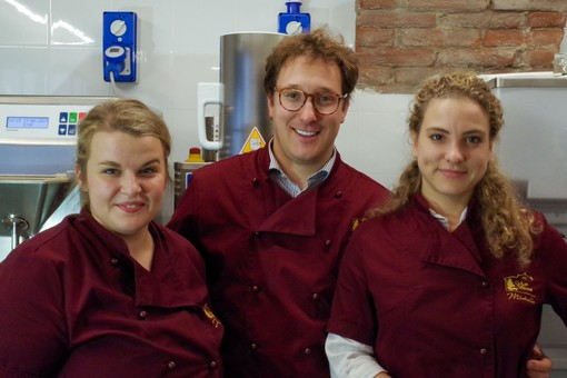 Sandor fra Giulia Beitone a sx chef pasticcera e la sorella Michelle a dx