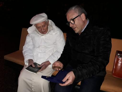 Il Presidente Regionale Avis Piemonte Giorgio Groppo ha incontrato il Papa Emerito in occasione della consegna del suo ultimo libro