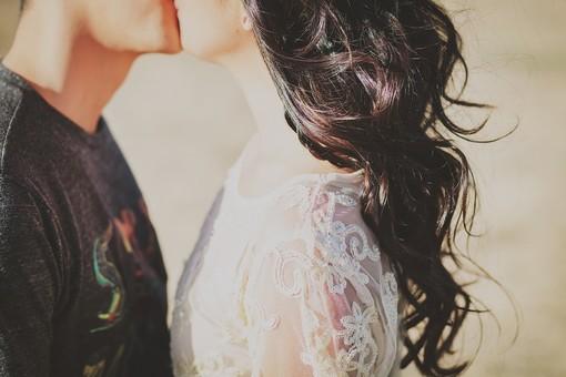 """Contest del bacio: in occasione del """"kissing day"""" mandateci una foto. Il bacio più bello andrà alle Caravelle"""