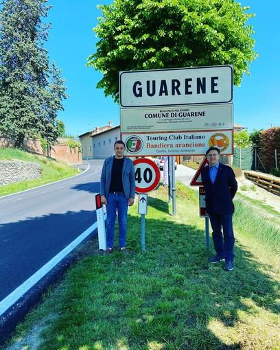 Il valore del Patrimonio dell'umanità nella segnaletica stradale: all'ingresso di Guarene il cartello Unesco