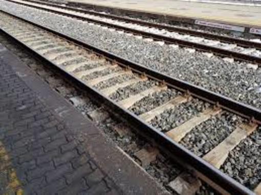 Trovato senza biglietto sulla linea San Giuseppe-Fossano, dà in escandescenze: treno fermo per 12 minuti alla stazione di Saliceto